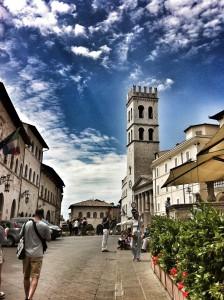 Assisi piazza della minerva visita papa Francesco