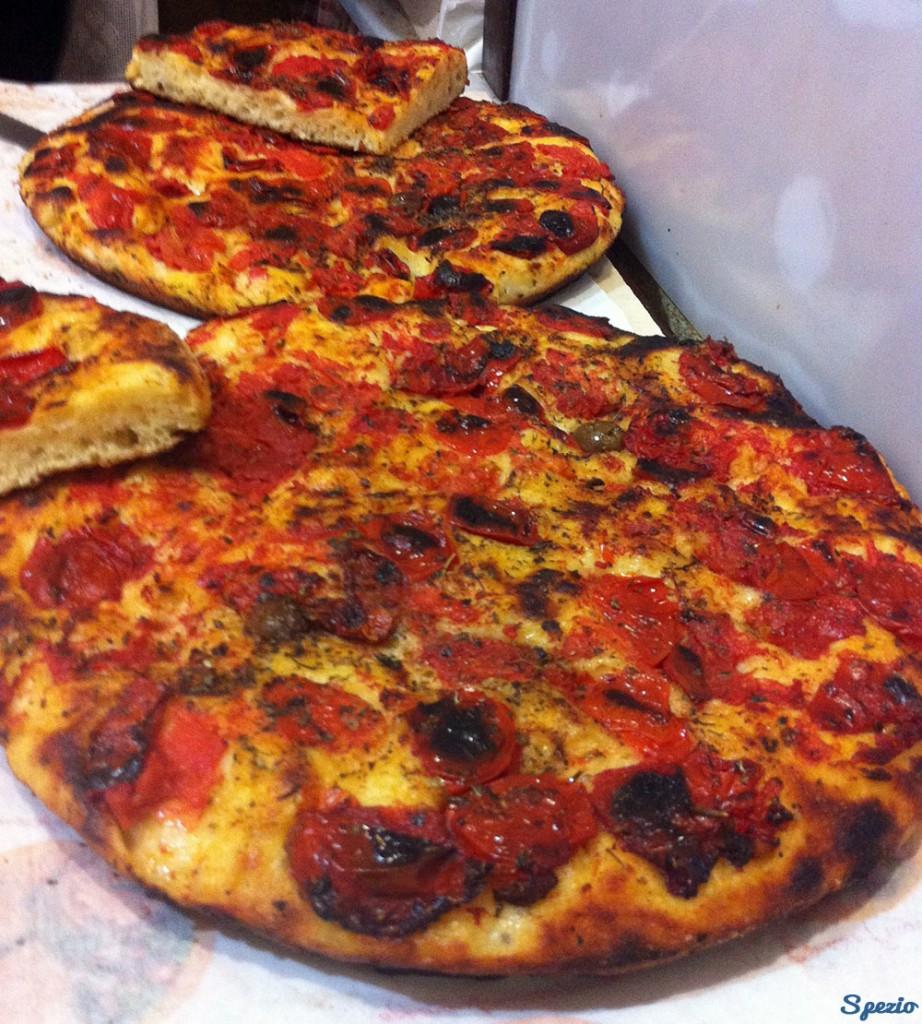 Focaccia Barese guida Street Food Bari