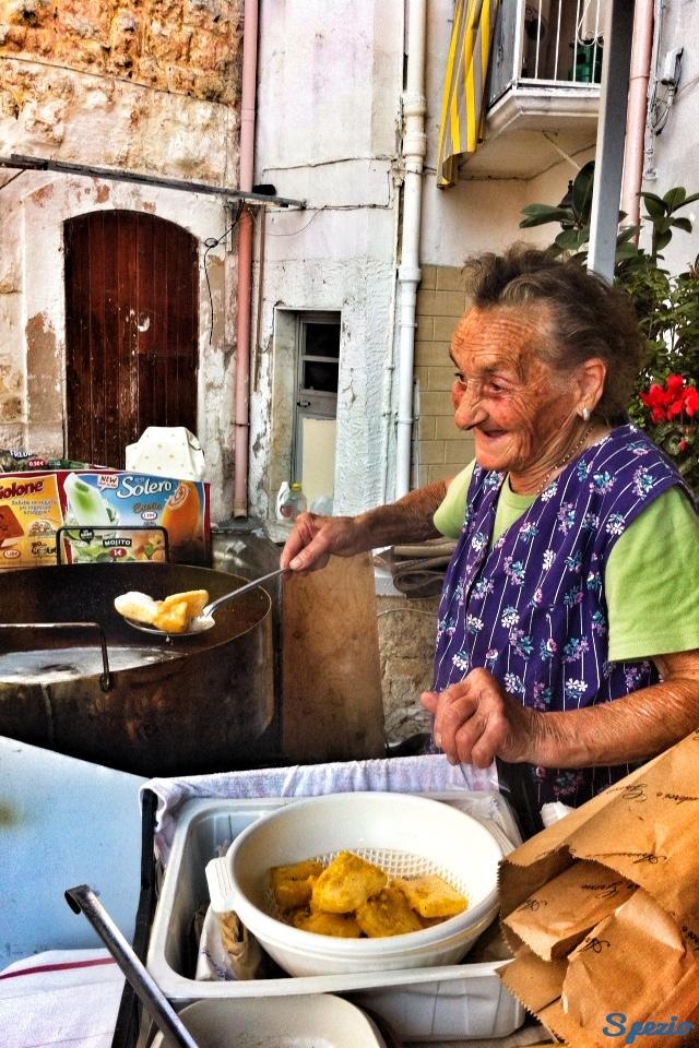 Maria delle SGAGLIOZZE guida Street Food Bari