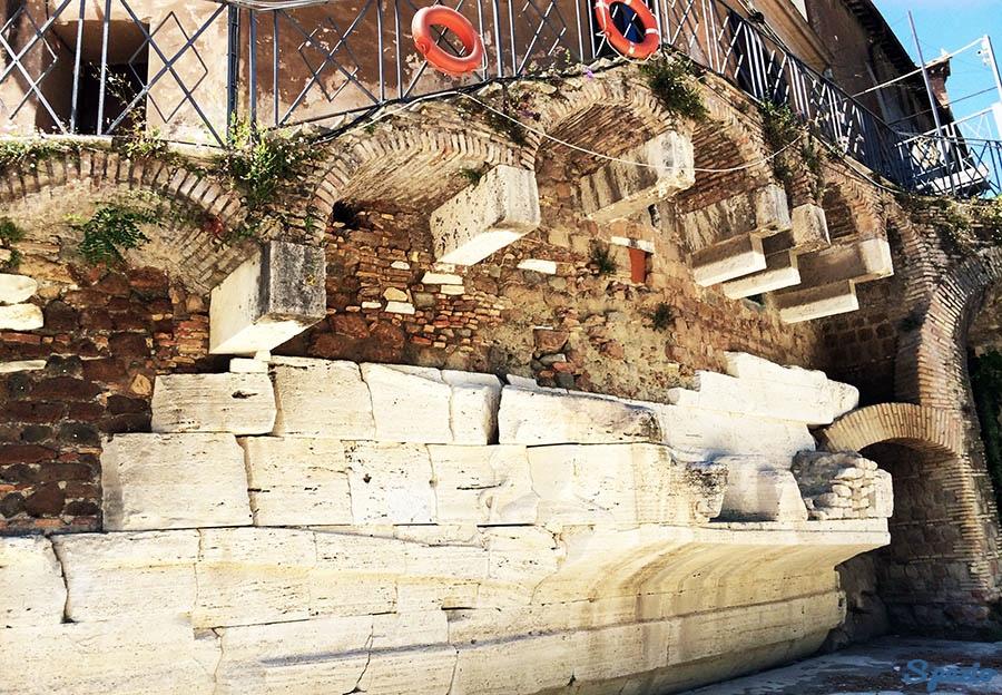 Isola Tiberina parti della nave