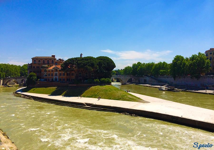 Isola Tiberina: la nave al centro di Roma